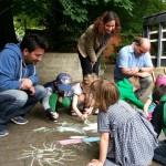 Buri, Yasemin, Carsten mit malenden Kindern